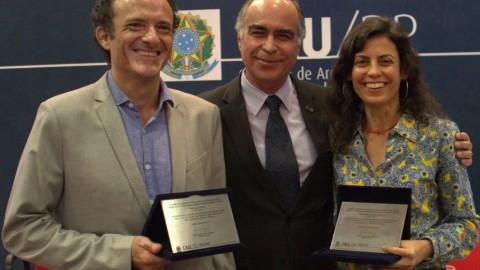 Emoção marca solenidade de homenagens a Lelé e Miguel Pereira