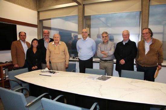 Acompanhados pelo presidente da AsBEA, Eduardo Sampaio Nardelli, convidados colombianos e o arquiteto John Bilmon visitam escritório Botti Rubin Arquitetos