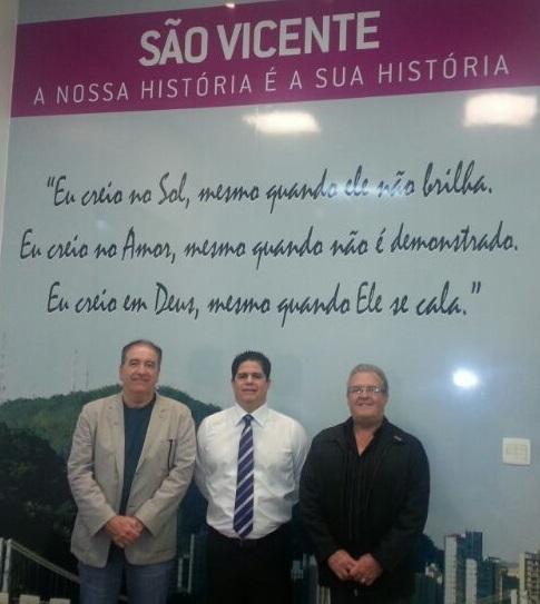 Afonso Celso Bueno Monteiro, Presidente do CAU/SP; Luis Laudio Bili, Prefeito de São Vicente, e José Roberto Rebello, Gerente da Regional do CAU/SP em Santos