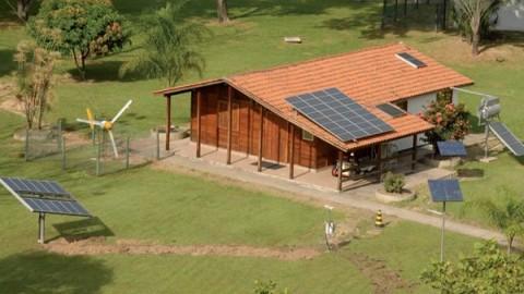 Residências brasileiras já podem produzir mais energia do que consomem; conheça as estratégias