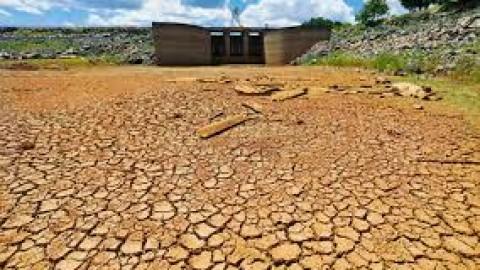 Relatora da ONU debate crise da água em SP
