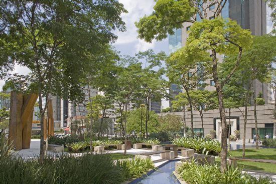 Projeto paisagístico, empreendimento mix residencial/comercial Brascan Century Plaza, São Paulo, SP. Benedito Abbud
