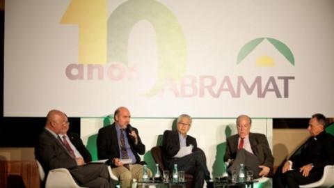 AsBEA participa de debate na festa de comemoração dos 10 anos da Abramat