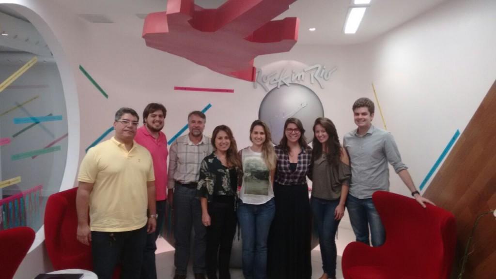 Fiscais do CAU/RJ e do Crea-RJ em reunião com equipe de operações do festival (Divulgação CAU/RJ)
