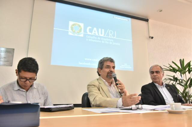 Da esquerda para direita: vice-presidente do CAU/RJ, Luis Fernando Valverde; presidente do CAU/RJ, Jerônimo de Moraes e presidente do CAU/BR, Haroldo Pinheiro