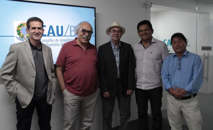 Conselheiros federais Luis Hildebrando Ferreira Paz, Luiz Fernando Janot (coordenador), Jose Alberto Tostes, Claudemir José Andrade (coordenador-adjunto) e Hugo Seguchi, membros da Comissão de Exercício Profissional do CAU/BR