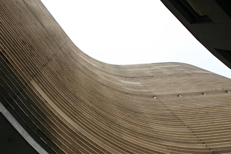 Carlos Lemos participou da construção do edifício Copan, dirigindo nos anos 50 o escritório paulista de Oscar Niemeyer. Imagem: Thomas Hobbs/Flickr CC.