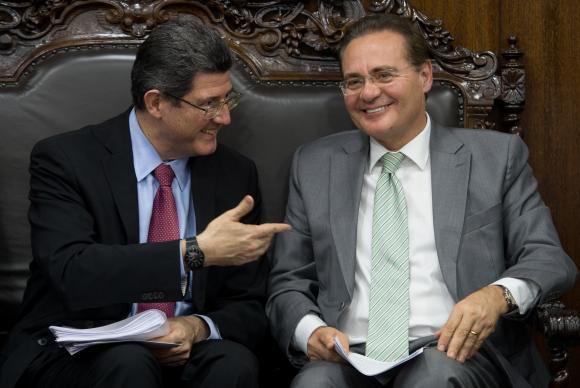 O ministro da Fazenda, Joaquim Levy, e o presidente do Senado, Renan Calheiros, debatem itens da chamada Agenda Brasil. Foto: Marcello Camargo/Agência Brasil
